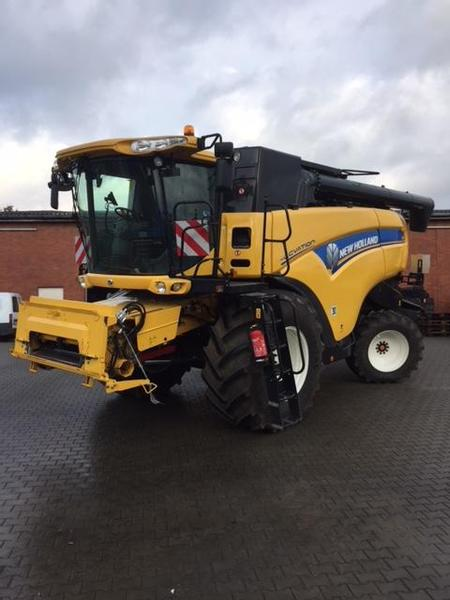 New Holland CX7090 Elevation