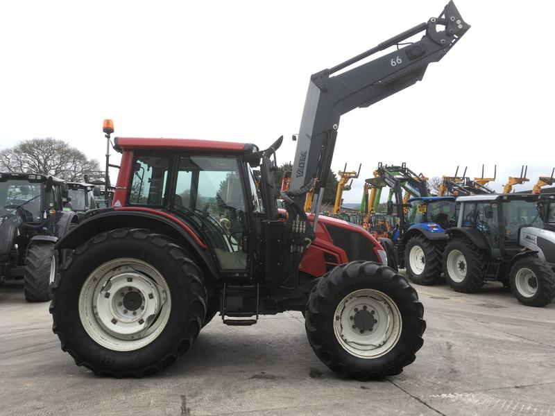 Valtra N113 TRACTOR (ST1783)