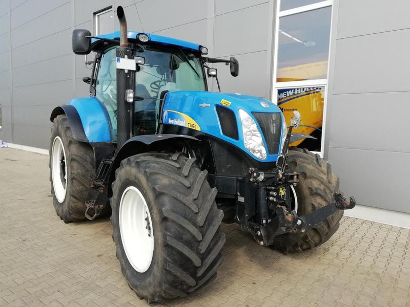 New Holland T 7070