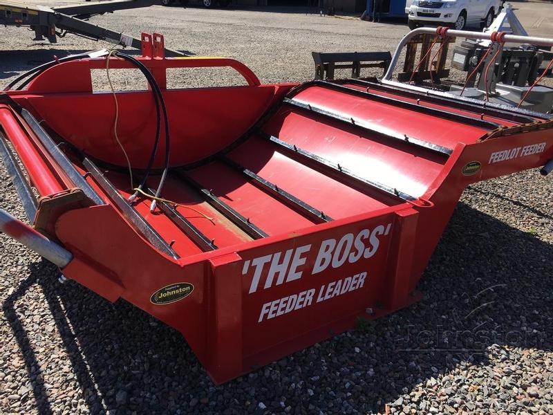 BALE BOSS Feedlot Unroller/feeder