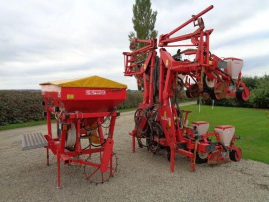 Maschio Gaspardo 8 Row Maize Drill C/w Fert Maschio Gaspardo 8 Row Maize Drill C/w Fert