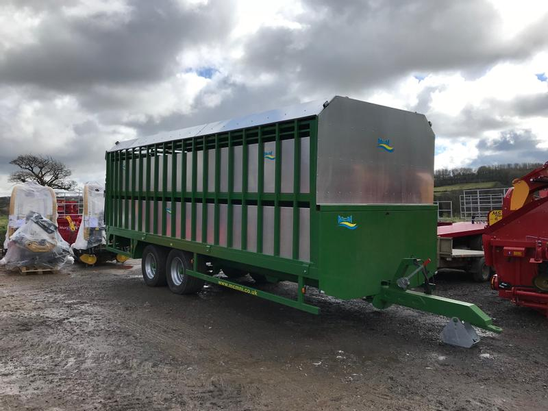 MCM 24ft  Demountable Livestock Trailer